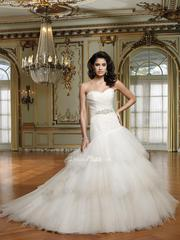 Should a Bride Choose a White Wedding Dress